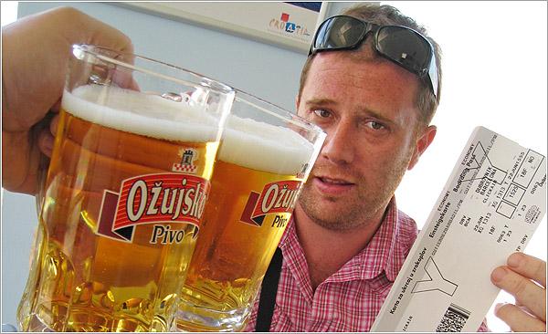 Ozujsko, cerveza croata en el aeropuerto de Dubrovnik, Croatia